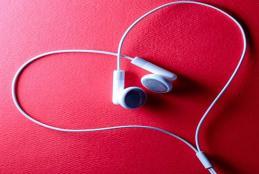 چگونه از طریق موسیقی و آهنگ ها، انگلیسی بیاموزیم: 8 توصیه